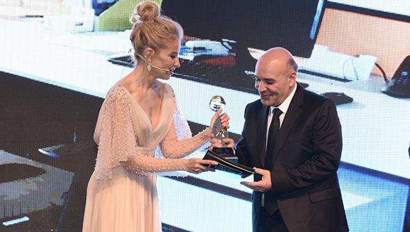 """Türkiye Marka Ödüllerinde """"Yılın Zemin Malzemeleri"""" ödülünü Kazandık."""